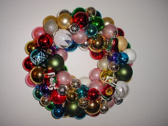Hazelruthes's: Christmas Ornament Wreath Tutorial