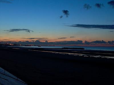 plage de dunkerque au soleil couchant par pierre-yves gires