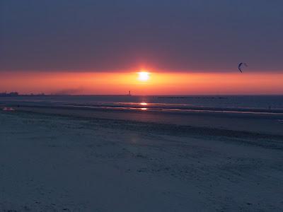 dunkerque coucher de soleil sur le port par pierre-yves gires