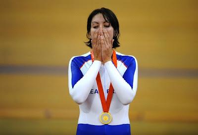 Beijing 2008 - Rebecca Romero, emocionada tras recibir su medalla de oro