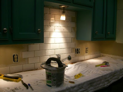 Kitchen Backsplash Cutting Tiles That Are Attached
