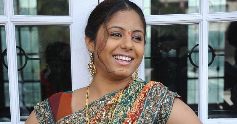 Sunakshi Plumpy Navel Show In Saree