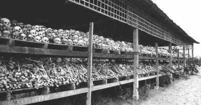Não, não é um campo nazista. Esta foto foi tirada do campo de concentração da extinta URSS. O local onde os ossos estão chama-se gulag. Esta realidade do socialismo comunista está sendo sistematicamente omitida e apagada dos registros históricos, graças desvirtuadores da verdade como José Saramago... tão preocupado com os palestinos... e sem nenhum apreço aos parentes das milhões de vítimas do regime mais cruel da História.