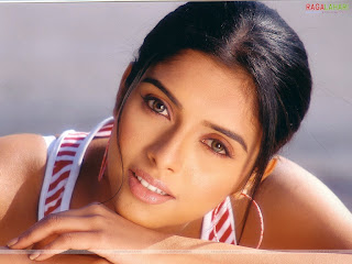Cute Tamil Actress Asin Sexy Pictures