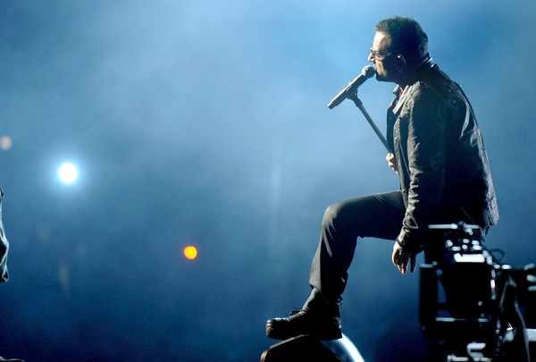 bono live u2 rose bowl los angelese