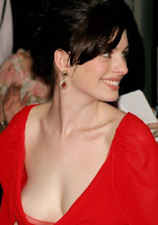 Sizzling Anne Hathaway Sexy Photos