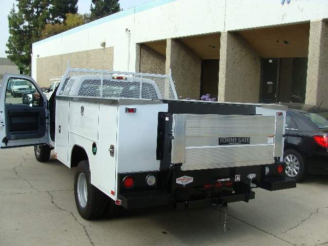 commercial truck success blog tommy gate aluminum platform liftgate for service bodies. Black Bedroom Furniture Sets. Home Design Ideas