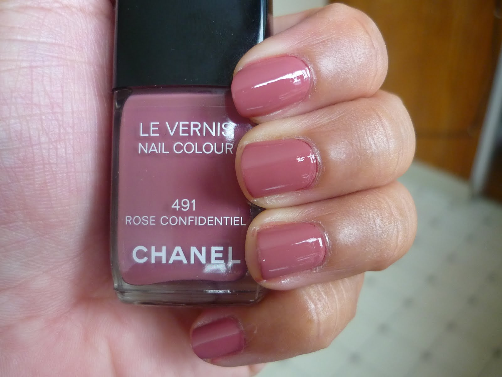 On The Vanity Nail Of The Day Chanel 491 Rose Confidentiel