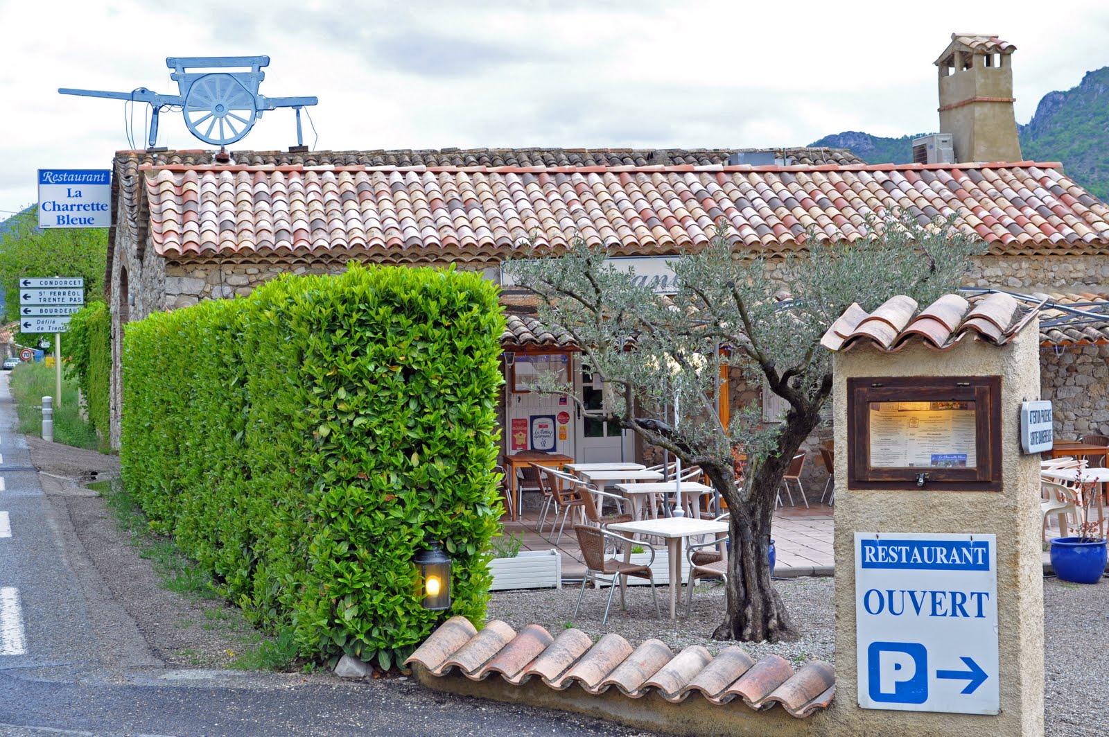 Cuisine Provencale Blanche Et Bleue our house in provence: la charrette bleue, 7 kms east of nyon