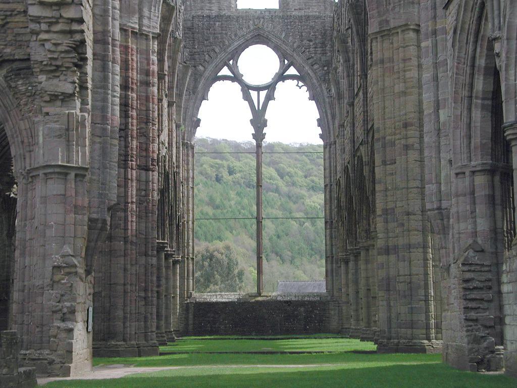 Tintern Abbey by William Wordsworth: Summary and Critical Analysis