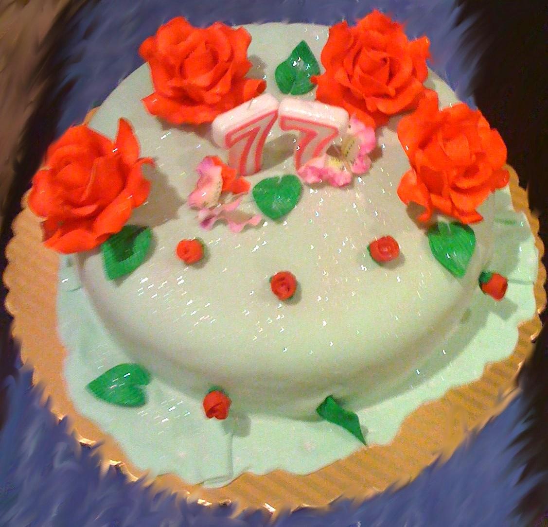tortas varias con decoraciones de flores