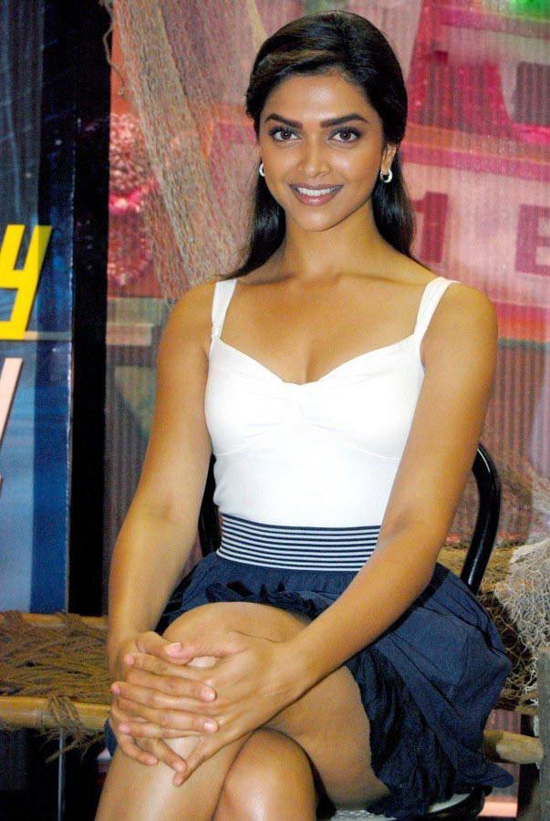 Dimple Girl Wallpapers Deepika Padukone Hot Cleavage Show Hot Indian Actress