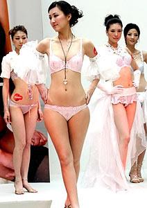 895d6d566 A grife Triumph Internacional exibiu sua nova coleção de lingeries neste  sábado