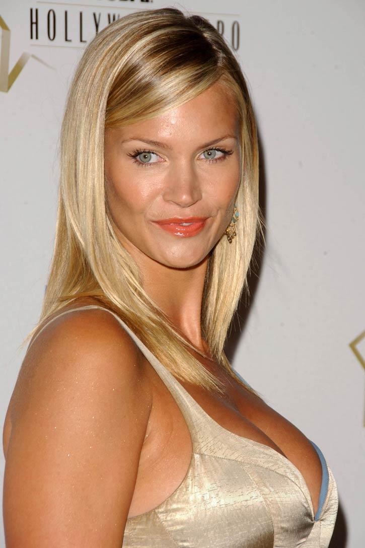 Cleavage Claudia Guarnieri naked (23 photo), Tits, Leaked, Selfie, braless 2006