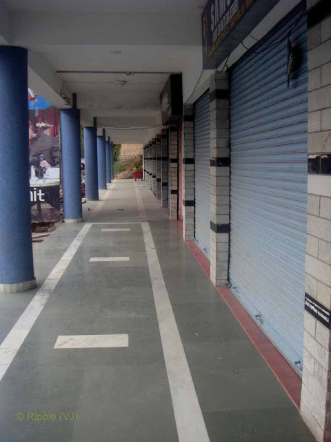 Posted by Ripple (VJ) : Palampur, Himachal Pradesh: Palampur Shopping Complex, which was closed on Sunday