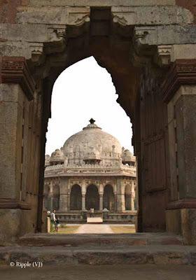 Posted by Ripple (VJ) : Humayun's Tomb, Delhi : A white colored tomb near entry gate for the Campus...