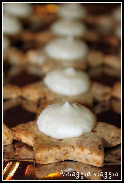 Biscotti sablé con mousse di gorgonzola