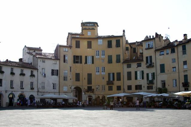 Piazza dell'Anfiteatro-Lucca