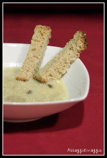 Zuppa di funghi e pane di segale