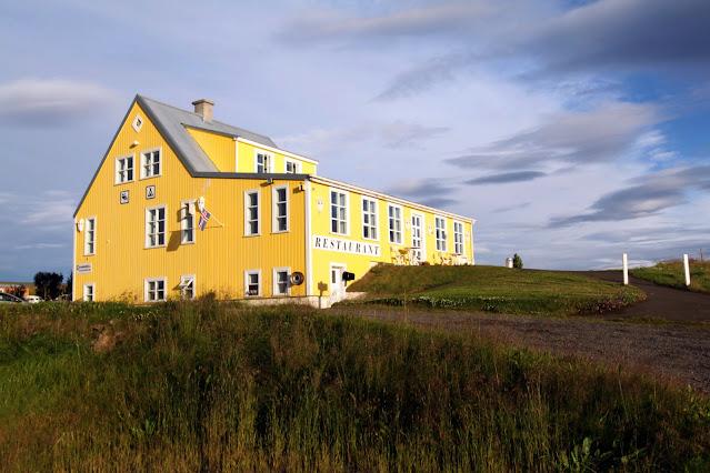 Casa gialla vicino alla Cascata Godafoss