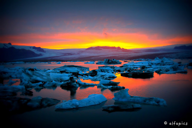 Laguna glaciale di Jokulsarlon al tramonto