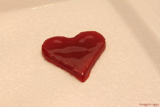 Cuore rosso di caramello
