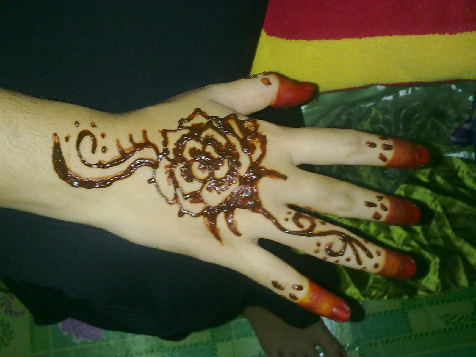 Foto Gambar Henna Di Tangan