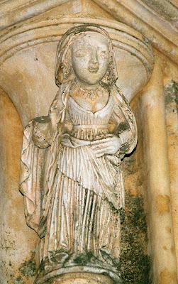 virgem com colar de mãos de Fátima, mosteiro da Batalha