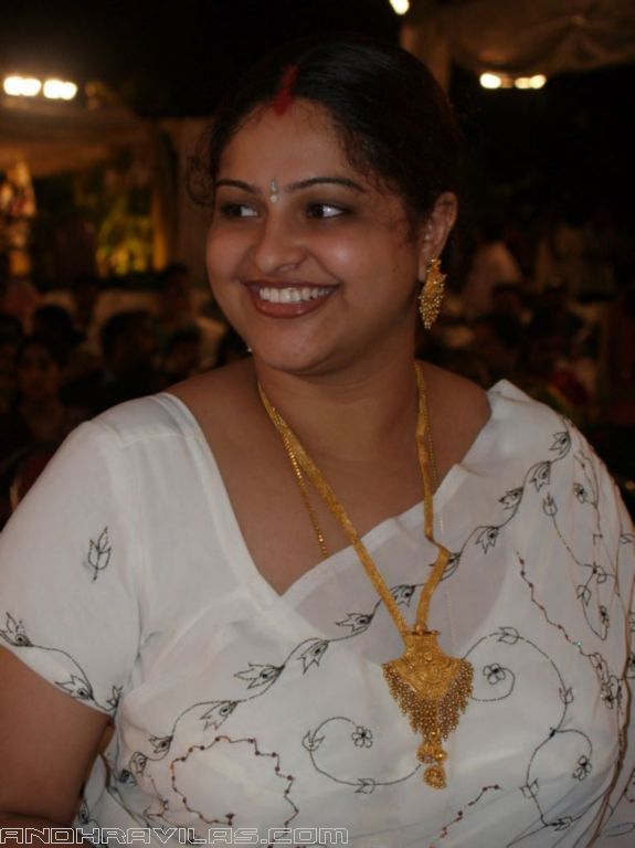 Film Actress Photos Raasimanthra Hot Boob Show In White -8986