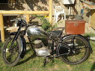 MOTOS PARA EL RECUERDO DE LOS ESPAÑOLES-http://2.bp.blogspot.com/_YK18qw1Ff9A/TSeLefNjEiI/AAAAAAAAADs/05M8O-Q9-Tw/s320/cz-2.JPG