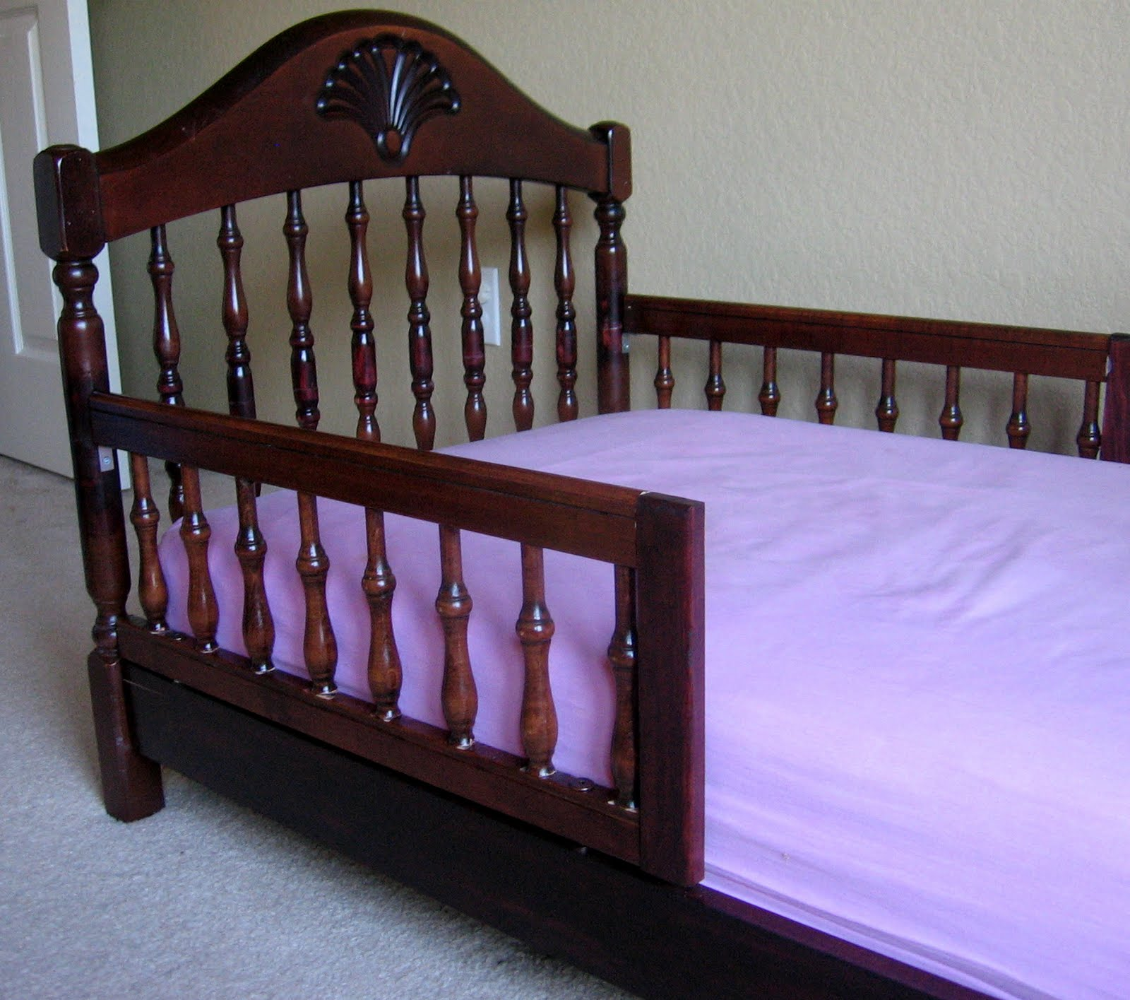 3 little chicks repurposing crib to toddler bed. Black Bedroom Furniture Sets. Home Design Ideas