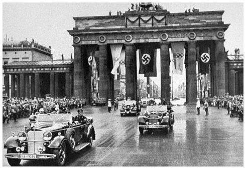 Berlin, Germany. A view of the Brandenburg Gate built in ...  |Brandenburg Gate Ww2