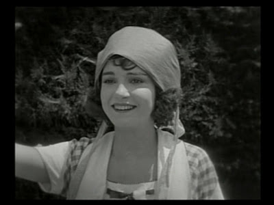 Sybil Seely in The Scarecrow