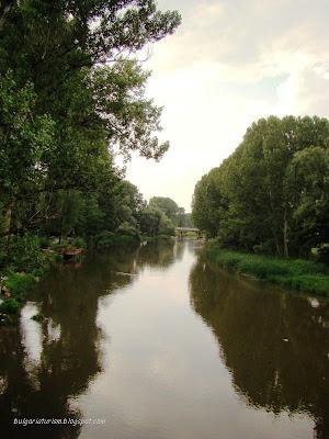 Река Струма под Кадин мост