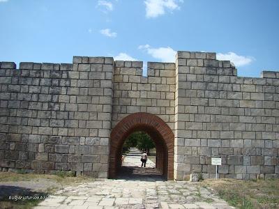 Плиска - голяма източна порта