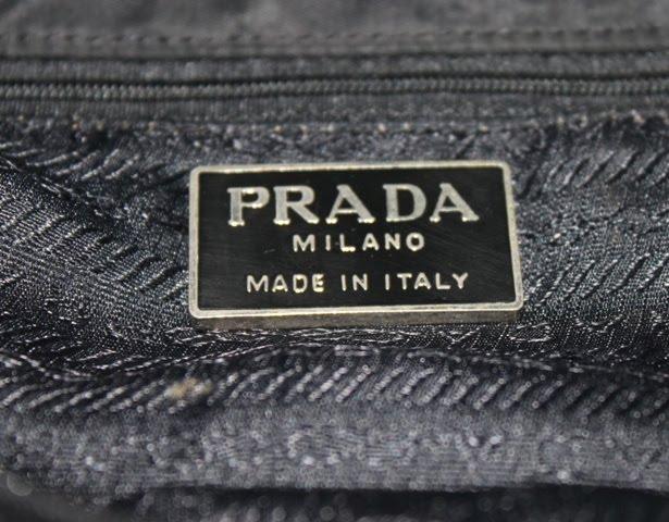 4a4f4b53cefb Original Bundle Brand: ORIGINAL PRADA TOTE BEG Type: TOTE BEG (made in  Italy) Size: lebar 15