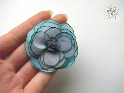 šviesiai mėtinė rožė, tapyba ant šilko, šilko gėlė / light mint color silk rose, painting on silk, silk flower