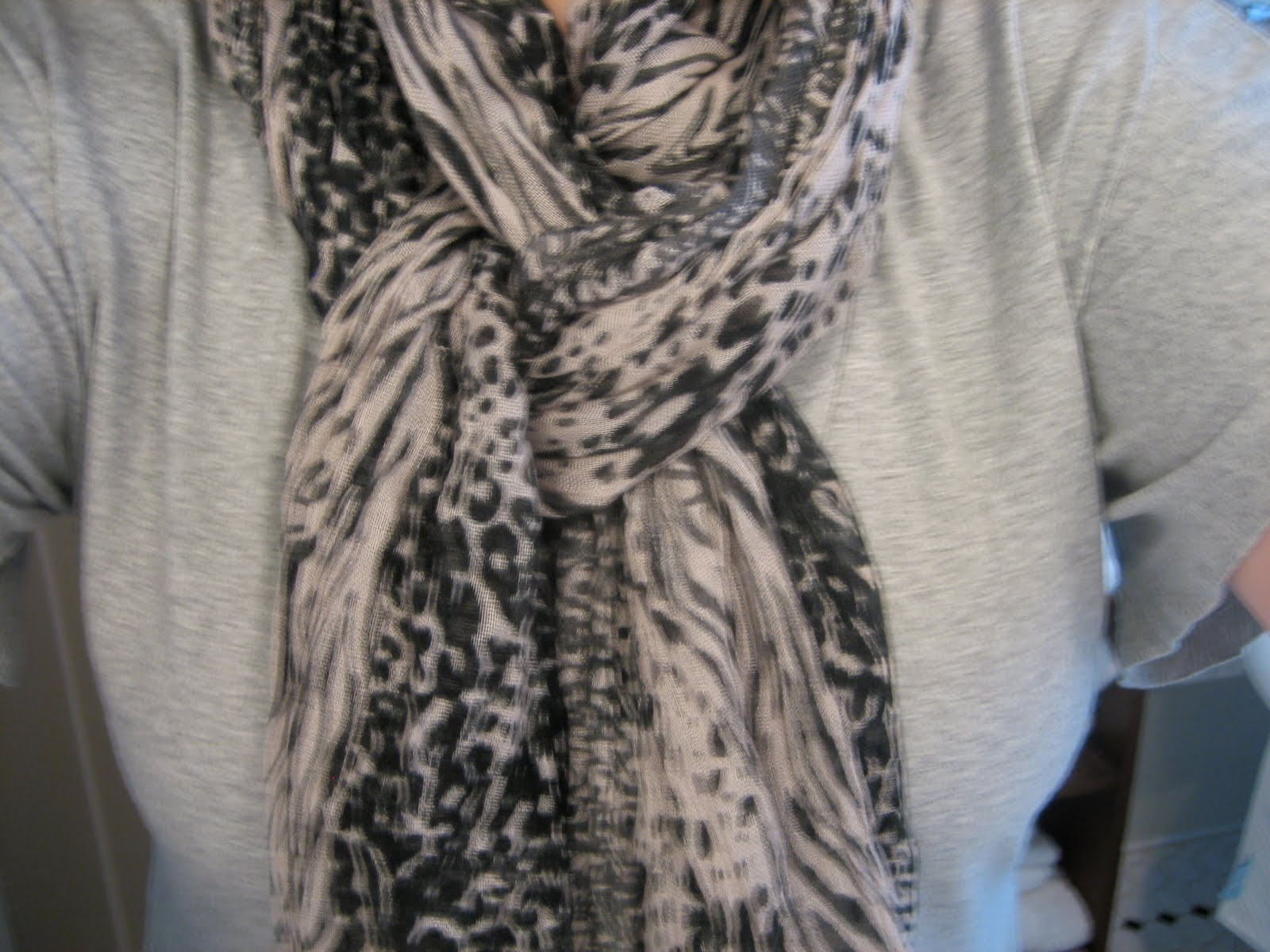 hostess of the humble bungalow: As you requested, scarf