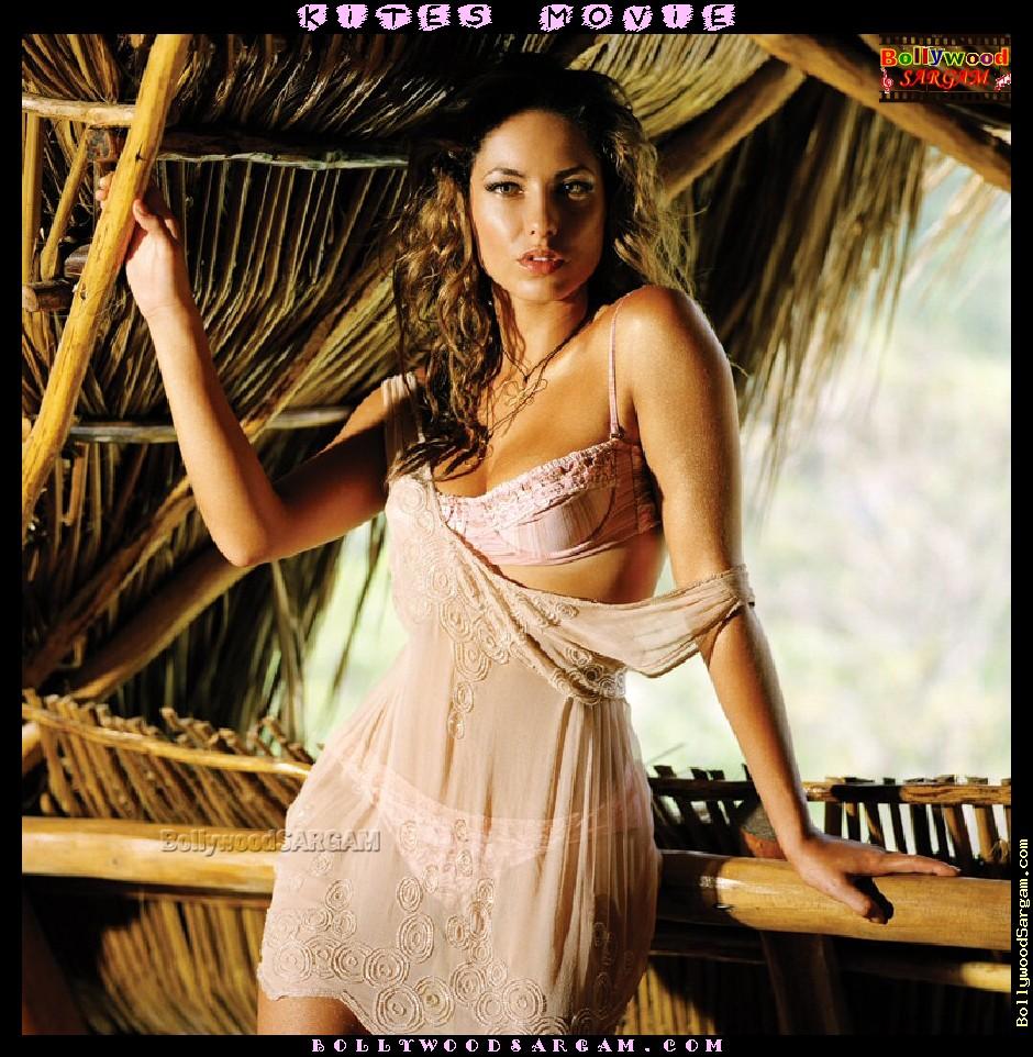 bollywood Scandals: Kites Movie - Hrithik Roshan with ...