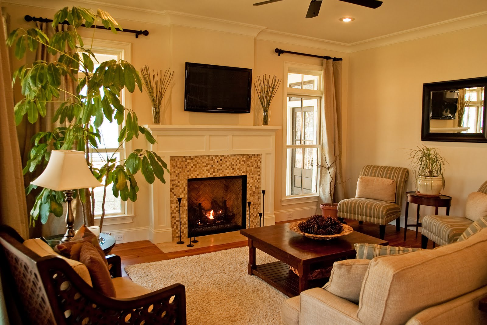 Small Living Room With Fireplace - Modern House on Small Space Small Living Room With Fireplace  id=57212
