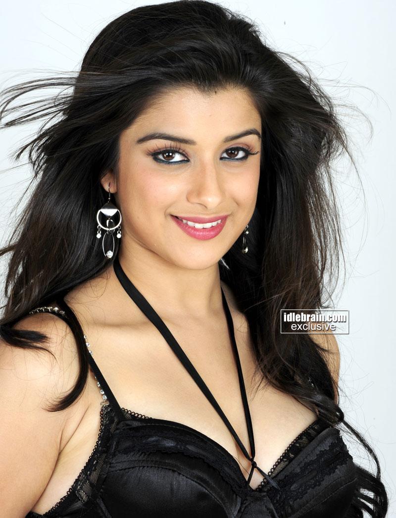 Bollywood Hot Actress Hot Scene: Madhurima Hot Photos