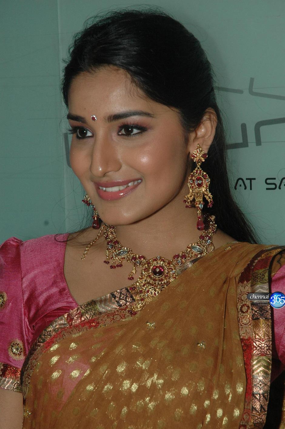 Wallpaper World: Beautiful Indian Girl in Pink Saree