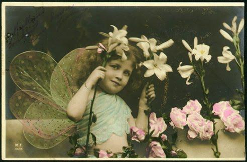 Carte ancienne, enfant déguisé en ange