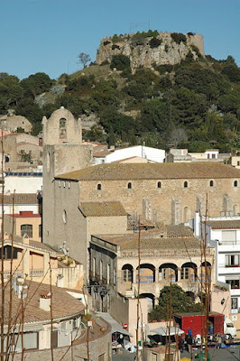 España. Spain. Espagne. Espanya. Cataluña. Catalunya. Catalonia. Catalogne. Gerona. Girona. Gérone. Costa Brava. Baix Empordà. Begur. Iglesia. Castillo