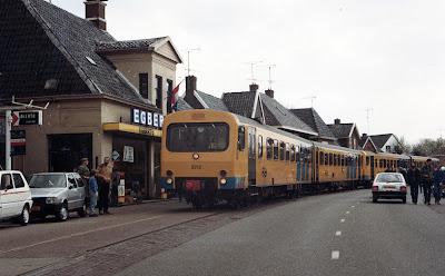 Een Wadloper op de tramlijn Groningen-Drachten. De laatste rit, 27 juni 1985