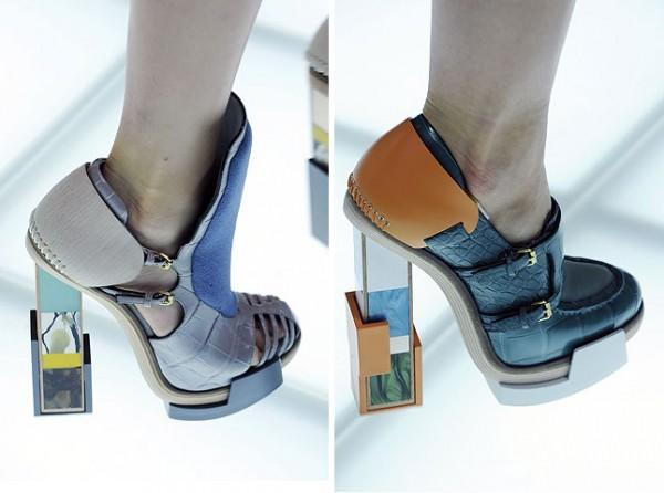 [balenciagas-fw-2010-footwear-details_6-500x372.jpg]