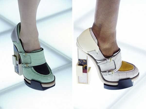 [balenciagas-fw-2010-footwear-details_1-500x372.jpg]