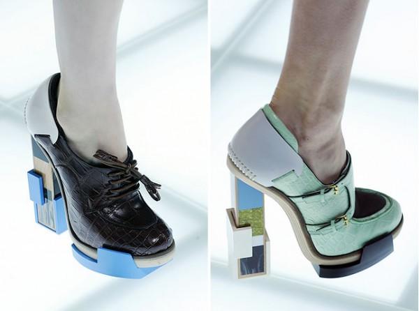 [balenciagas-fw-2010-footwear-details-500x372.jpg]
