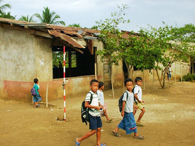 Image of schoolchildren in a rural area in the Philippines