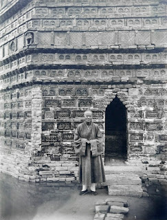 Priest at the Iron Pagoda, Kaifeng. Photograph by Yü Tai, 1910. The Charles Lang Freer papers, neg.#34. Freer|Sackler Archives.